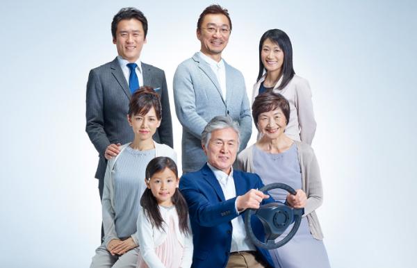 アイキャッチ:高齢者の運転に「安心」を!家族で見守る新サービスが開始