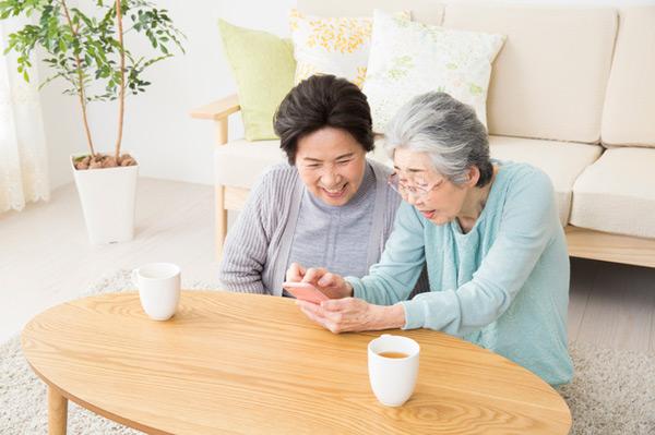 健康に関するQ&Aサイト「なるカラ」がKDDIの「スマホdeドック」と連携