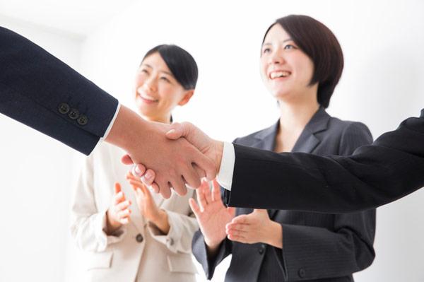 アイキャッチ:相次ぐ企業と自治体の「包括連携協定」 、認知症対策も課題に