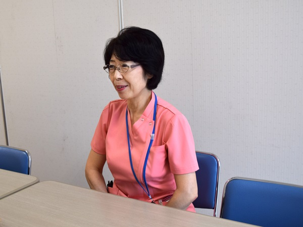 「都筑ハートフルステーション」の看護師・平田祐子さんインタビューの様子