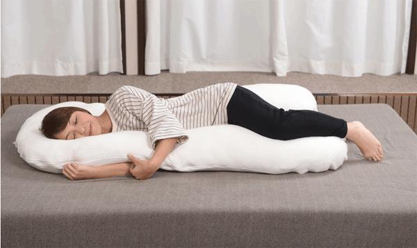 アイキャッチ:「抱かれ枕」でイビキを解消して認知症予防!?