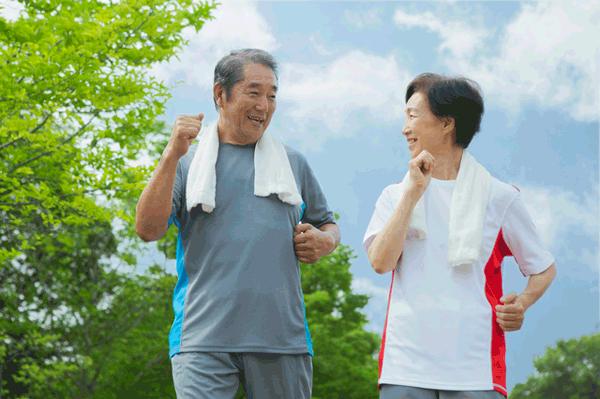 アイキャッチ:長寿医療センター、「しゃべりながら歩き」と認知症の関連を解明