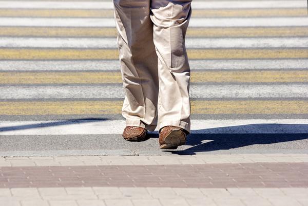 アイキャッチ:歩く速度に軽度認知障害の予兆が表れることを示した研究