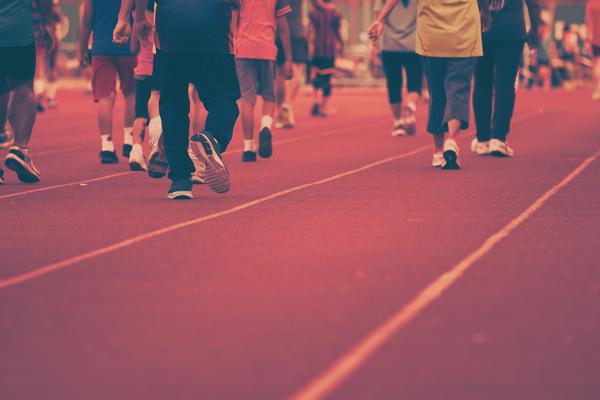 アイキャッチ:認知機能の衰えの自覚や歩行速度の低下が、認知症の早期発見につながる可能性