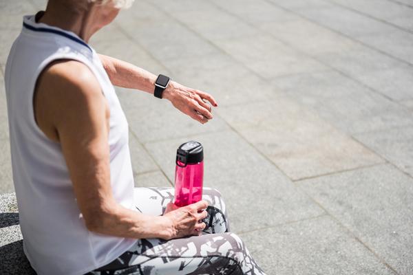 アイキャッチ:定期的に長く運動を継続することが、高齢者の認知機能改善に効く