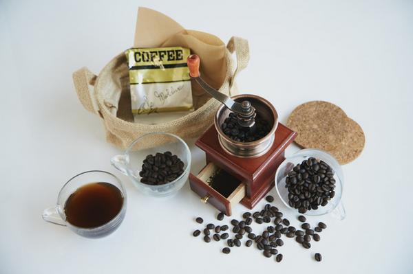 アイキャッチ:コーヒーがアルツハイマー病発症の予防につながることを調べた研究