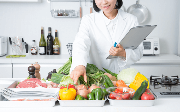 アイキャッチ:栄養士がアドバイス! シニアの食事の課題に気軽に取り組める工夫