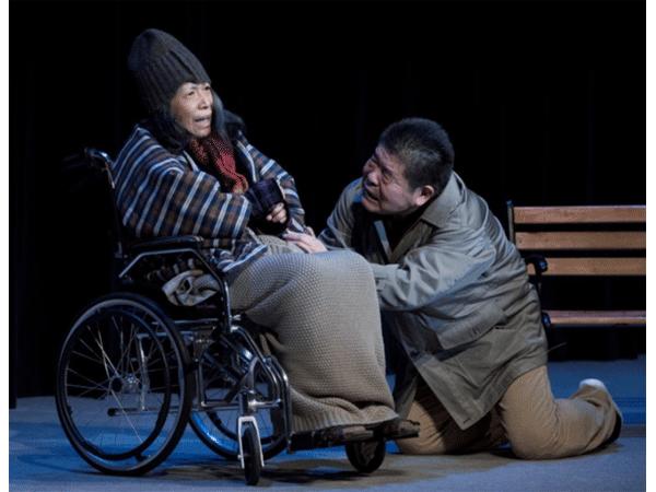 アイキャッチ:認知症と介護を題材にした舞台「生きる」、東京(新宿)公演