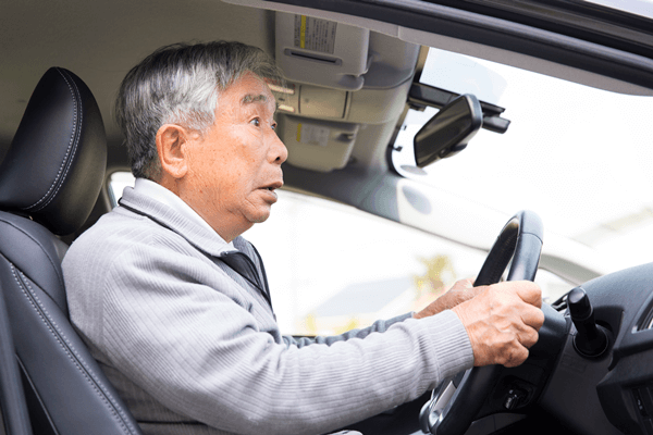 アイキャッチ:山口先生コラム「やさしい家族信託」第7回:お父さんが免許証を自主返納したときが「家族信託」のススメ時