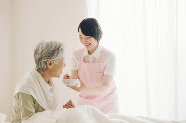 アイキャッチ:京大、優しさを伝える介護技術の習熟度をAIで評価する手法を開発