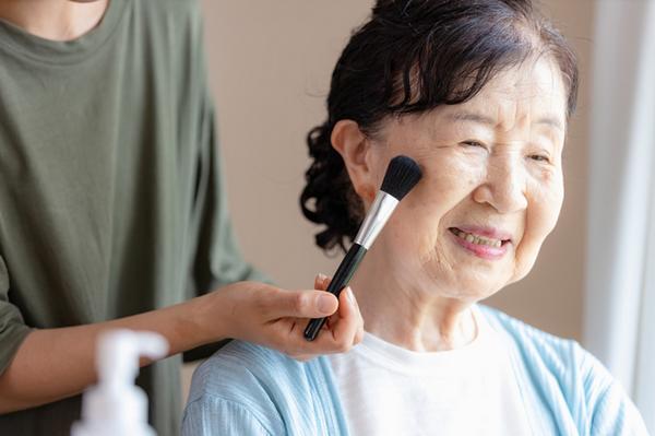アイキャッチ:『化粧療法』を実践してみませんか?