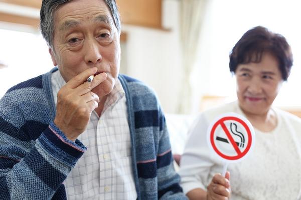 アイキャッチ:喫煙と認知症の関係は?