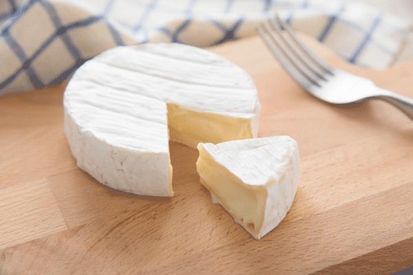 アイキャッチ:明治ら、カマンベールチーズ摂取による認知症予防効果を示唆